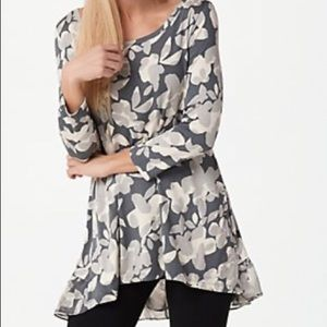 LOGO high low gray floral 3/4 sleeve blouse -M